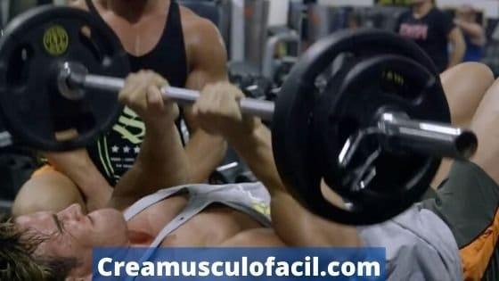 Press de tríceps con agarre estrecho