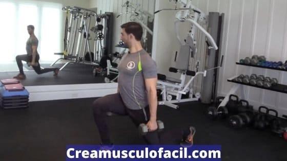 Zancadas con mancuernas para volumen muscular