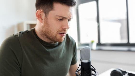 Como tener una voz más grave masculina